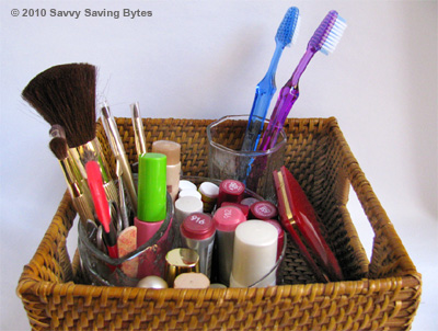 makeup-toothbrush-basket